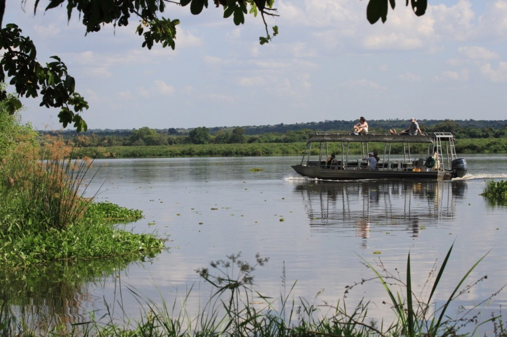 Cruising the Albertine Nile